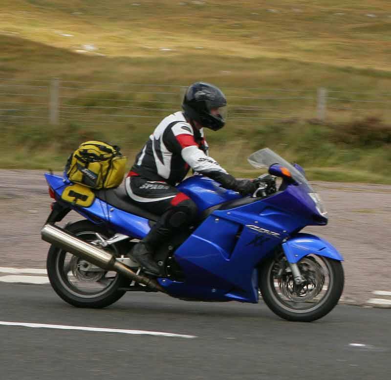 honda cbr1100xx super blackbird motorcycle review - riding