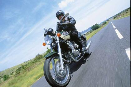 Triumph Thunderbird 900 motorcycle review - Riding