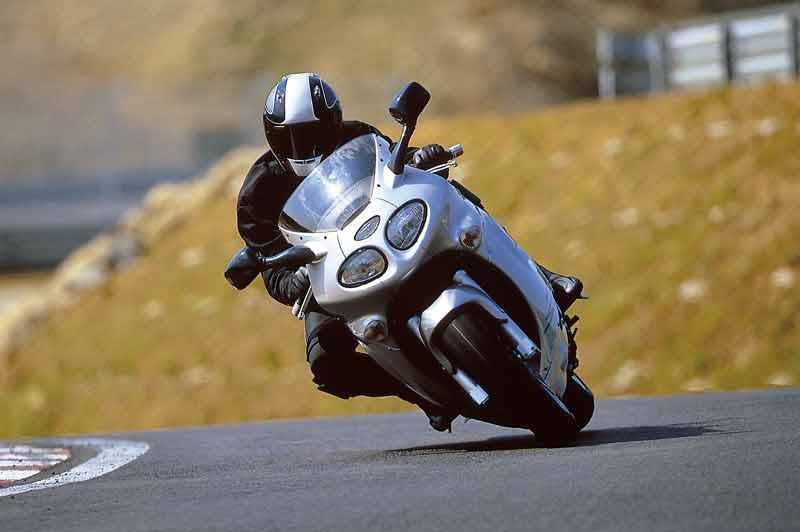 triumph sprint st (1998-2004) review | mcn