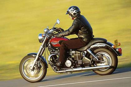 Triumph Speedmaster motorcycle review - Riding