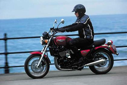 Triumph Legend TT motorcycle review - Riding