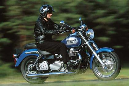 Triumph America motorcycle review - Riding