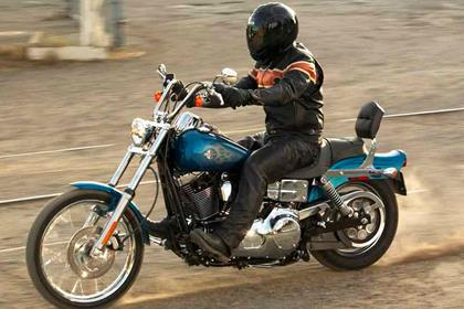 Harley-Davidson FXDWGI Dyna Wide Glide motorcycle review - Riding