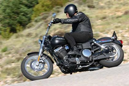 Harley-Davidson FXDBI Dyna Street Bob motorcycle review - Riding