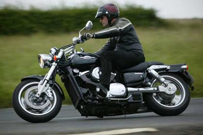 Suzuki VZ800 Intruder motorcycle review - Riding