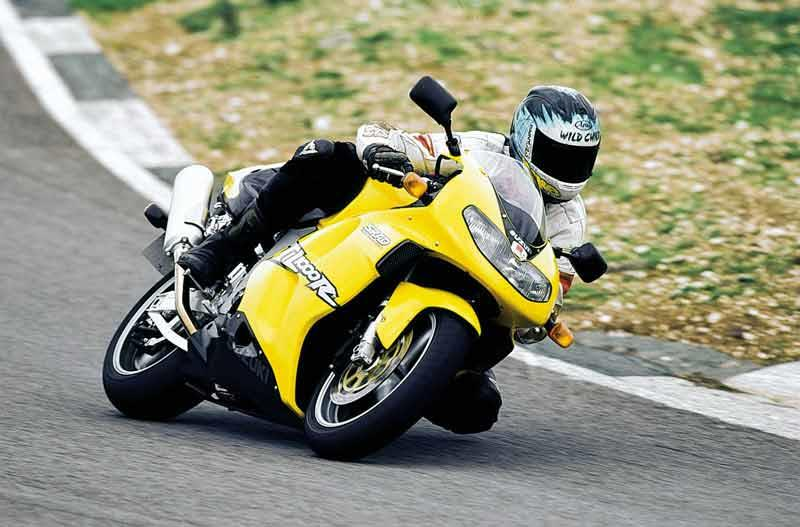 suzuki tl1000r 1998 2004 review mcn suzuki tl1000r motorcycle review riding