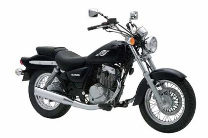 Suzuki GZ125 Marauder motorcycle review - Side view