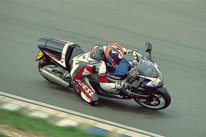 Suzuki GSX-R1000 motorcycle review - Riding