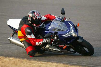Suzuki GSX-R750 motorcycle review - Riding