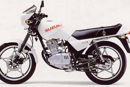Suzuki GS125ES motorcycle review - Side view