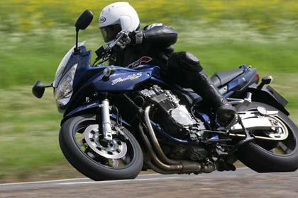 Suzuki GSF1200 Bandit motorcycle review - Riding