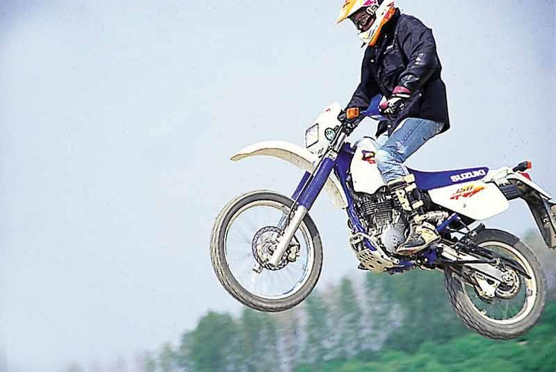 Magnificent Suzuki Dr350 1992 1999 Review Speed Specs Prices Mcn Camellatalisay Diy Chair Ideas Camellatalisaycom