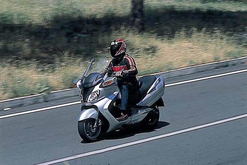 suzuki burgman 650 motorcycle review - riding