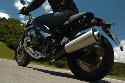 Moto Guzzi 1100 Griso motorcycle review - Riding