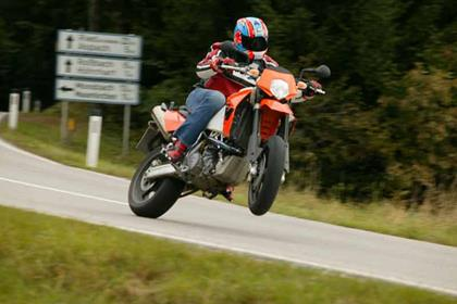 KTM 950 Supermoto motorcycle review - Riding