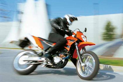 KTM 625 SMC motorcycle review - Riding