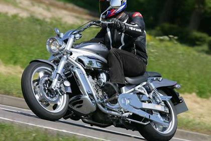 Hyosung GV650 Aquila motorcycle review - Riding