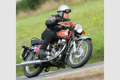Royal Enfield Bullet 350 motorcycle review - Riding
