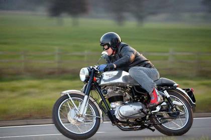 Royal Enfield Bullet 500 motorcycle review - Riding